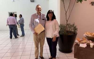 Presentes del Centro Institucional de Mediación a notario mexicano